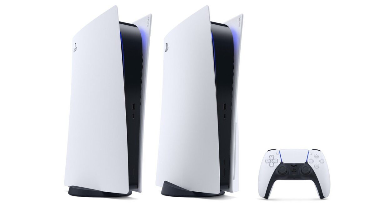 Side by side of the ps5 standard edition and digital edition